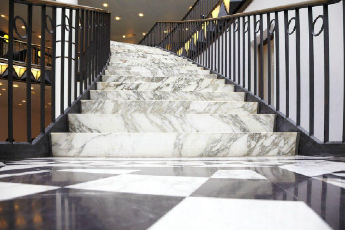 Đá tự nhiên – Bí quyết để có các mẫu cầu thang ốp đá đẹp