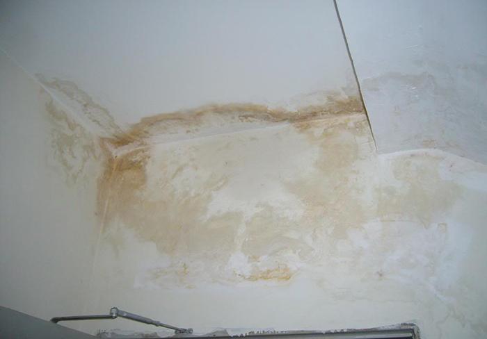 Tìm hiểu nguyên nhân và cách xử lý tường nhà chung cư bị thấm nước-2