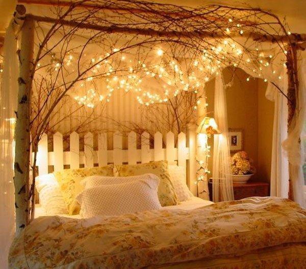việc sử dụng ánh sáng vàng giúp cho căn phòng thêm phần sống động hơn
