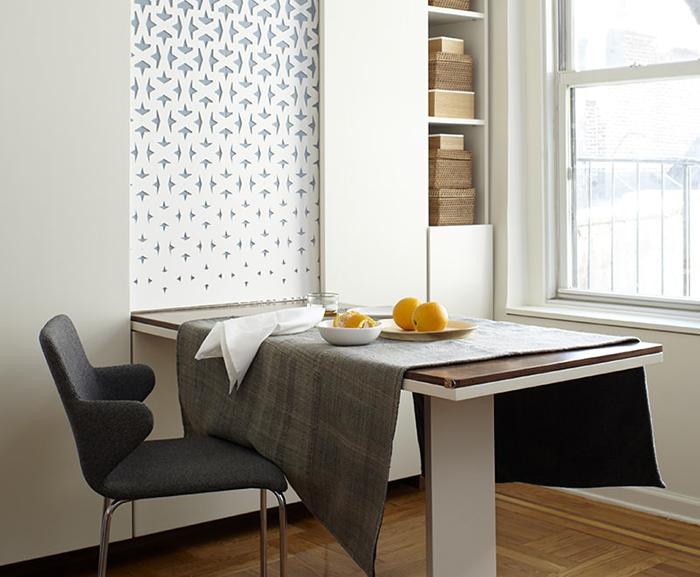 Bàn ăn gấp tường sẽ giúp người dùng nhanh chóng dọn được chỗ ngồi thoải mái để ăn uống